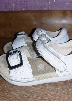 Босоножки clarks first shoes