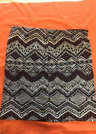 Мини-юбка с интересным принтом
