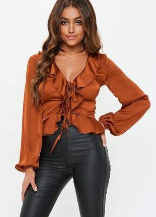 Сатинова блуза со шнуровкой