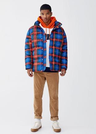 Мужская яркая куртка pull&bear