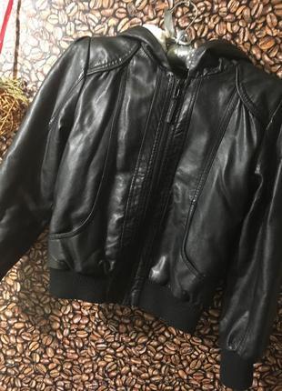 Моднявая куртка экокожа р.9-10
