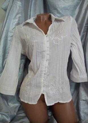 Блуза с вышивкой и пайетками.