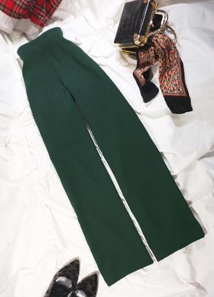 Красивые широкие брюки с завышенной посадкой зеленого цвета (клеш от бедра)