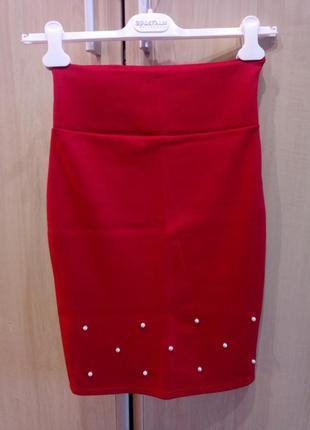 Красная юбка-каранадаш