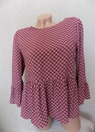 Блуза с  воланами по низу и на рукавах