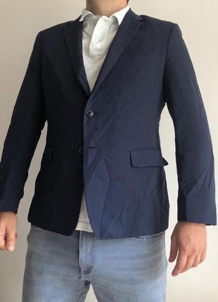 Темно синий мужской пиджак жакет