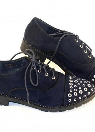 Удобные замшевые синие туфли с декором на шнуровке низкий каблук