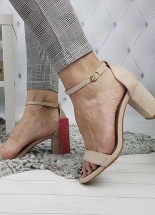 Новые шикарные женские бежевые босоножки на удобном каблуке