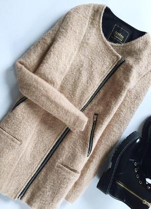 Стильное демисезонное пальто на запах с кармашками