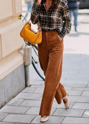 Классические вельветовые брюки высокой посадки красивого карамельного цвета