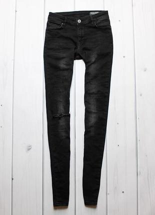 Крутые skinny-штаны с рваной коленкой от asos.