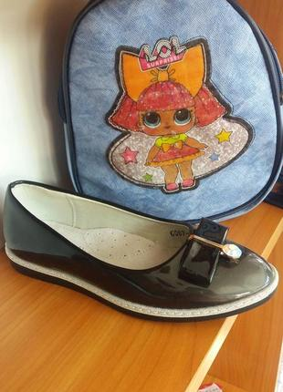 Лакові туфлі для дівчаток
