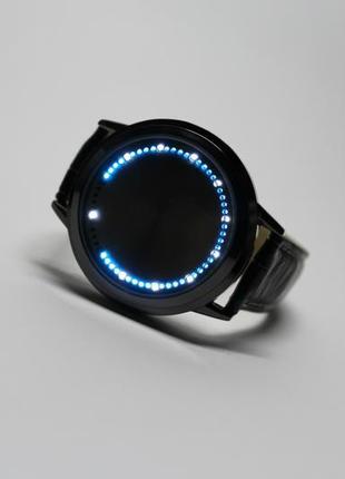 Крутые технологичные часы чёрного цвета сенсорные