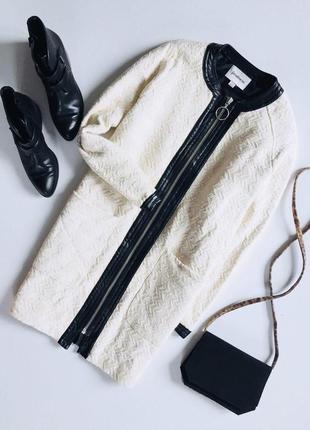 Стильное фактурное пальто на молнии с вставками кож зама и кармашками от stradivarius
