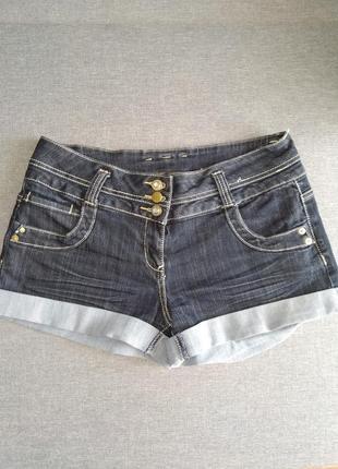 Актуальные джинсовые шорты