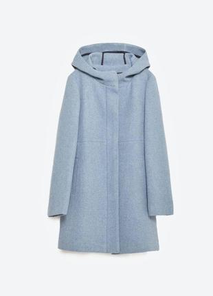 Стильное пальто расклешонное к низу с длинным рукавом и капюшоном от zara