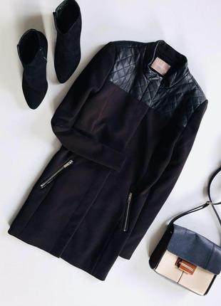 Стильное пальто с стегаными вставками и длинным рукавом