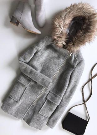 Актуальное теплое пальтишко на запах с капюшоном и кармашками