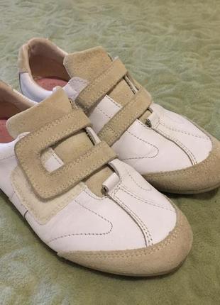 Кожаные кроссовки в идеальном состоянии