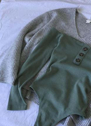 Боди на плечи в рубчик с декоративными пуговками missguided