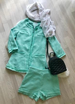 Твидовый костюм с пиджаком и шортами