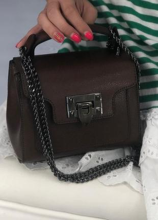 Маленькая вместительная сумочка (натур.кожа)