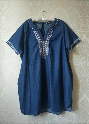 Джинсовое платье-туника с вышивкой и замочком