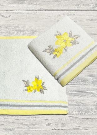 Набор полотенец с вышивкой 2 шт