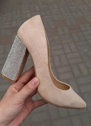 Туфли лодочки стразы блестящий широкий каблук острый носок