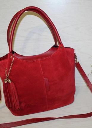Яркая красная сумка из натуральной замши