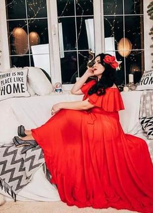 Розкішна сукня червоного кольору з воланами!