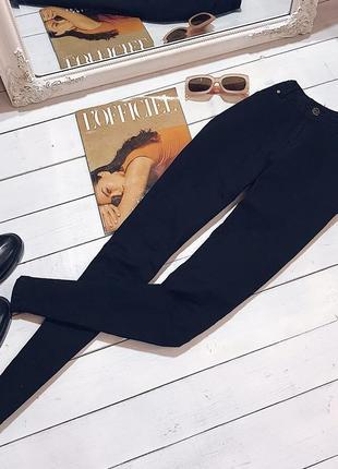 Актуальные базовые чёрные джинсы скини на средней посадке от zara