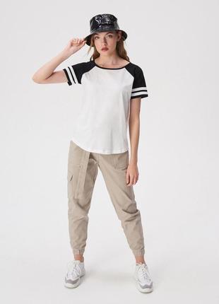 Новая широкая белая футболка sinsay хлопок черные рукава реглан белые полоски xs s m l xl