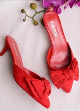 Стильные красные замшевые мюли закрытые шлепанцы шлепки на каблуке шпильке