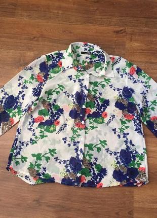 Тренд осени рубашка в цветочный принт