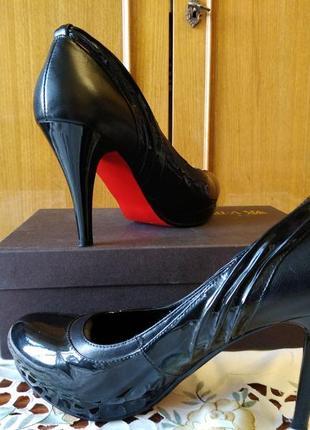 Черные туфли на каблуке, красная подошва а-ля лабутены, р. 40