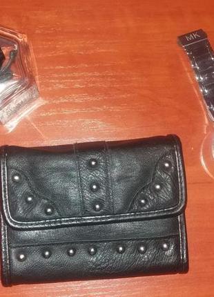 Кожаный кошелек с заклепками