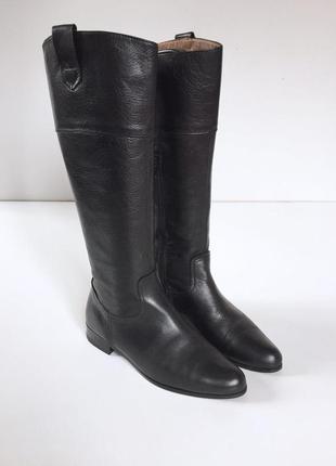Стильные кожаные сапоги на низком ходу испания
