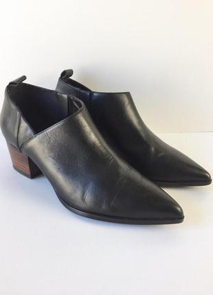 Очень крутые кожаные туфли ботыльоны на устойчивом каблуке