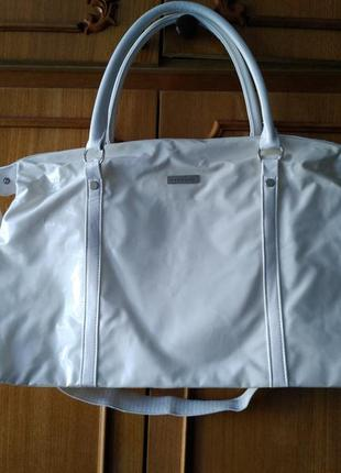 Белая вместительная сумка versace parfums