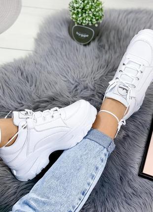 Белые кроссовки на толстой подошве р. 39