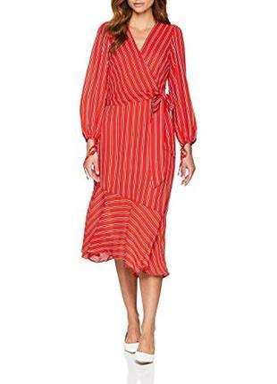 Червоне плаття міді в смужку