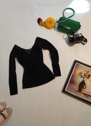 Черная велюровая бархатная кофта с длинным рукавом.