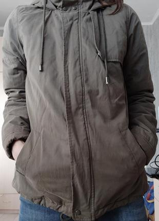 Осенняя куртка цвета хаки