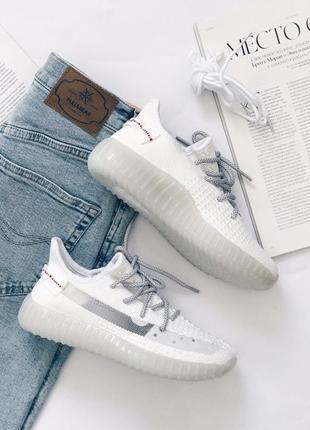 Женские кроссовки белого цвета с запасными шнурками2 фото