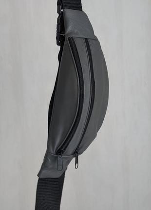 Стильная бананка натуральная кожа, модная сумка на пояс плече серая матовая кожа