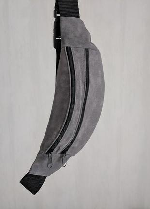 Стильная бананка натуральная кожа, модная сумка на пояс плече пепельно серая замша