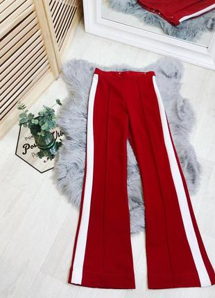 Красные брюки клеш с белыми лампасами на высокой талии размер xs s zara