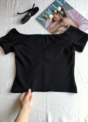 Кроп топ чёрный с открытыми спущенными плечами asos укороченная футболка4 фото