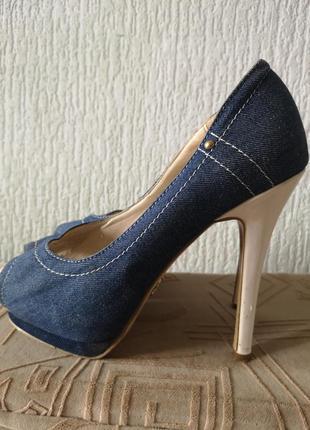 Джинсовые туфли на высоком каблуке